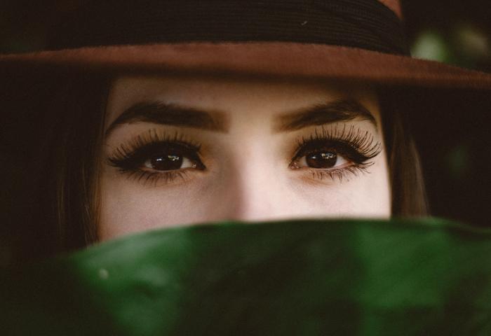 История формы бровей: как менялись предпочтения женщин. Что актуально сейчас?