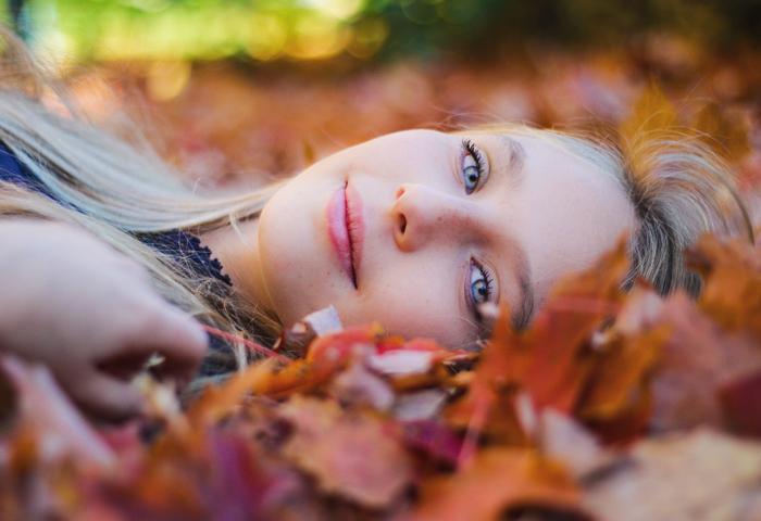 Боремся с осенней хандрой: 7 способов улучшить настроение осенью