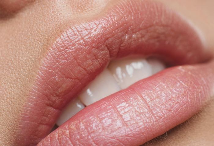 5 лучших скрабов для губ по версии женского журнала МиссЛисс