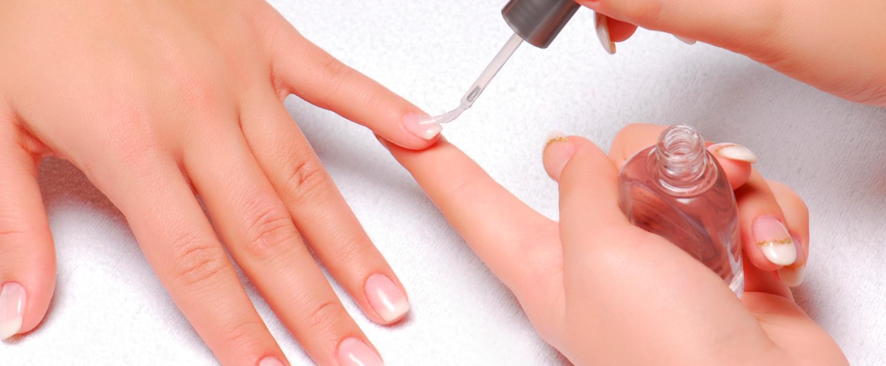 Укрепление ногтей в салоне маникюра Missliise в Москве